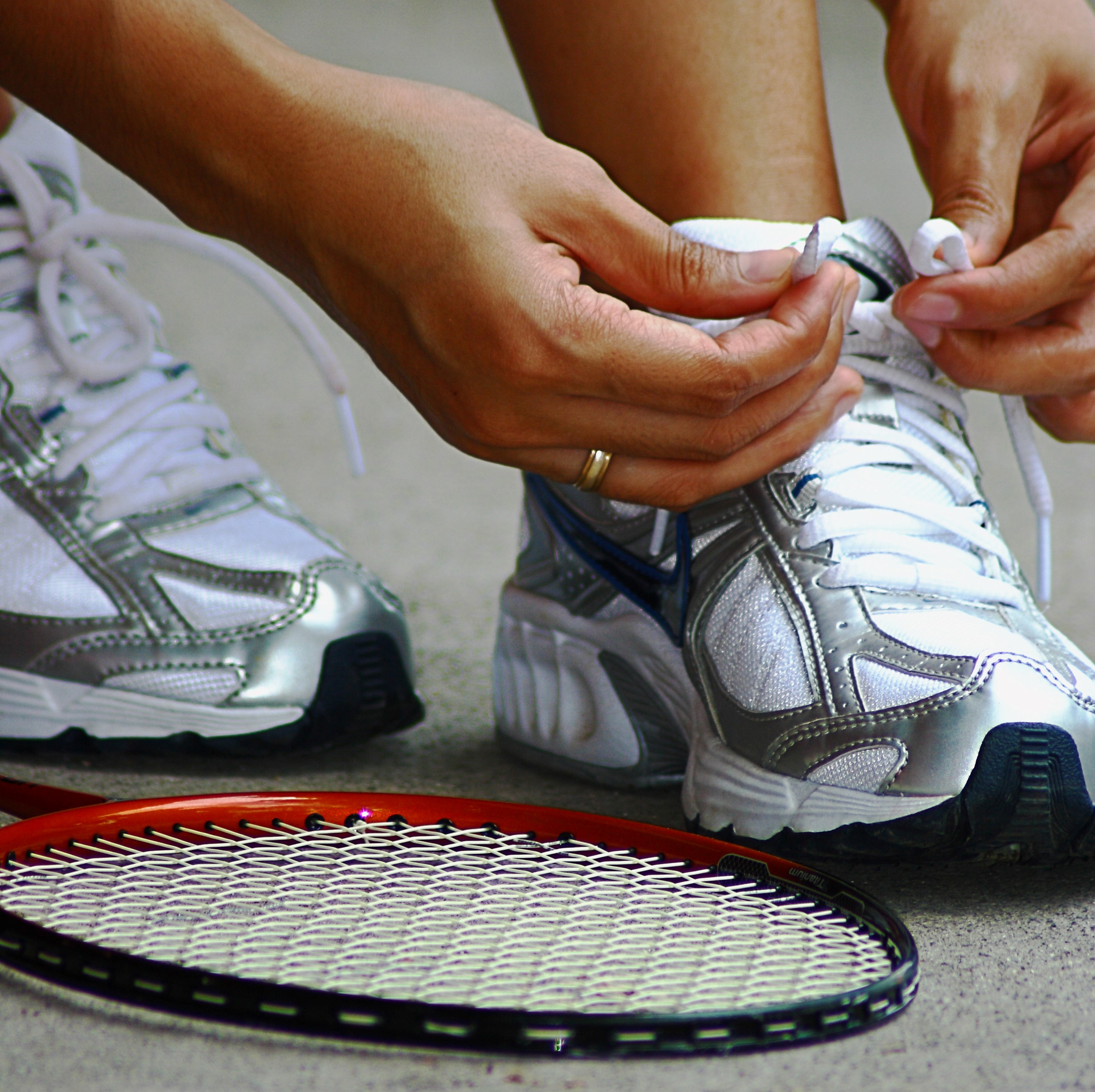 uploads/slider/20150923/tying-shoe-laces-ready-for-a-game-of-badminton_fJ2v3NDd.jpg
